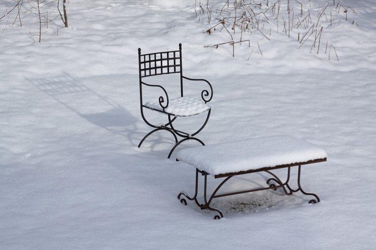 Czas na wybór mebli ogrodowych! – zakupy zimową porą