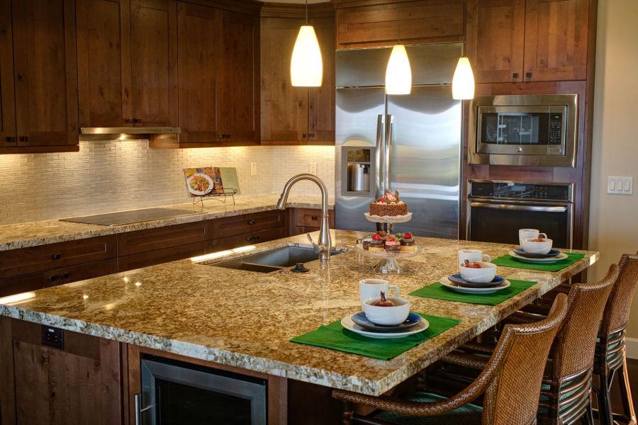 Oświetlenie mebli kuchennych - planujemy funkcjonalną przestrzeń
