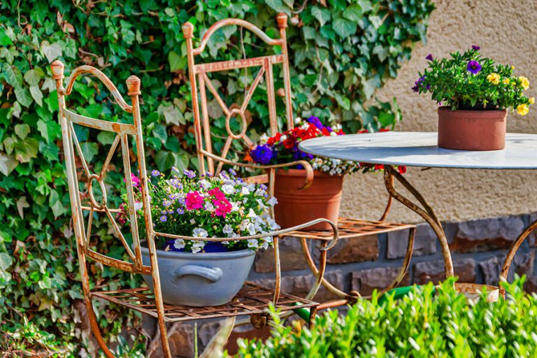 Gniazdka i włączniki do strefy wypoczynku w ogrodzie