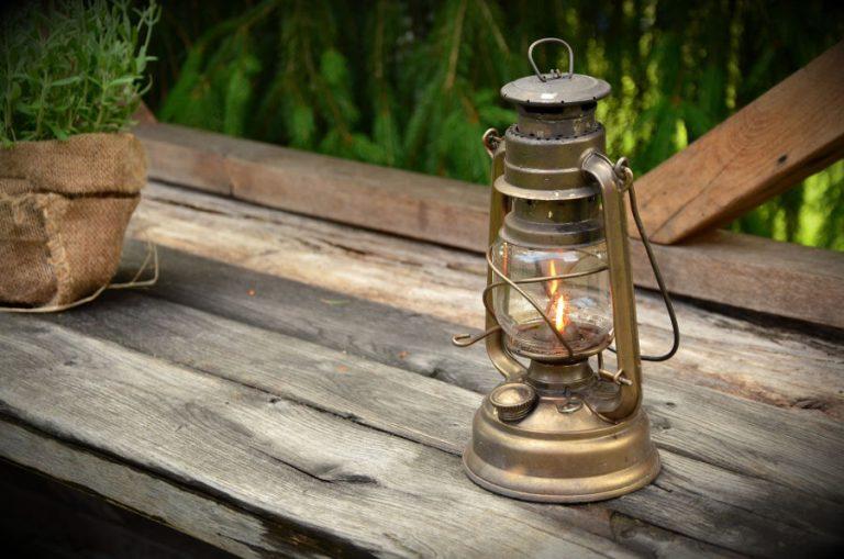 Nowoczesne lampy ogrodowe – co można dzięki nim zyskać?