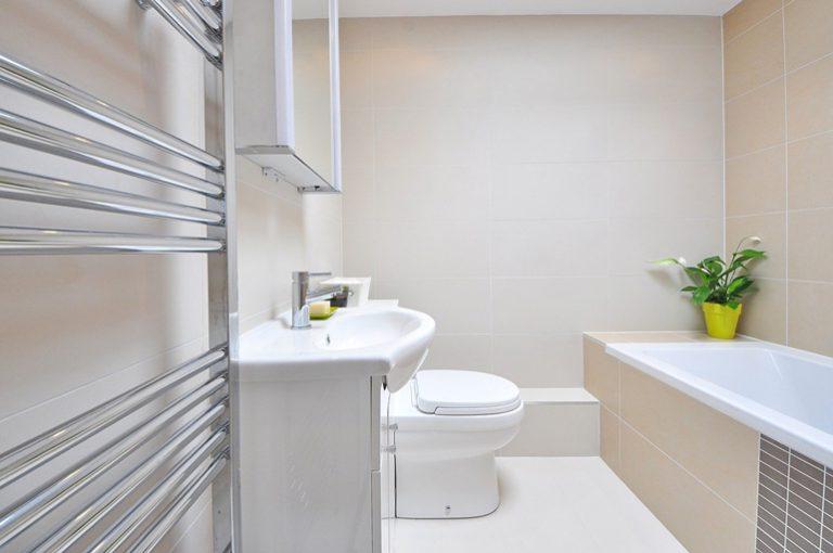 Komfort termiczny w łazience – jak go zapewnić?