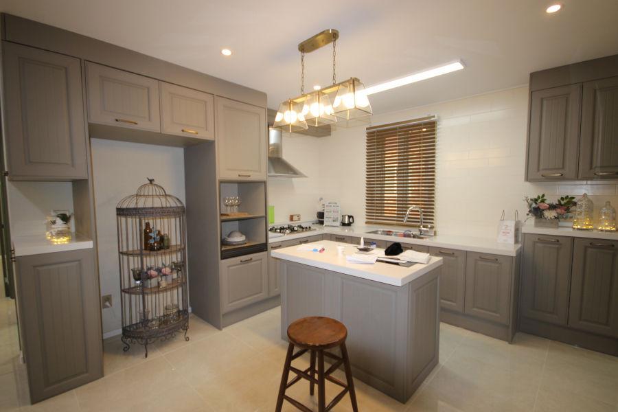 Dekoracje do okien kuchennych