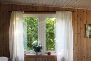 Dekoracje do okien w kuchni, salonie i sypialni